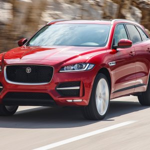 2017-Jaguar-F-Pace-20d-front-side-motion-view.jpg