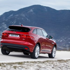 2017-Jaguar-F-Pace-20d-rear-side-motion-view.jpg