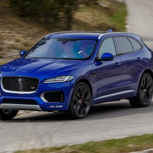 2017-Jaguar-F-Pace-First-Edition-in-motion.jpg