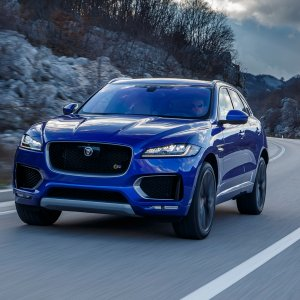 2017-Jaguar-F-Pace-First-Edition-in-motion-front-view.jpg