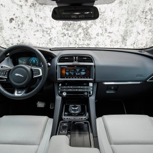 2017-Jaguar-F-Pace-First-Edition-interior.jpg