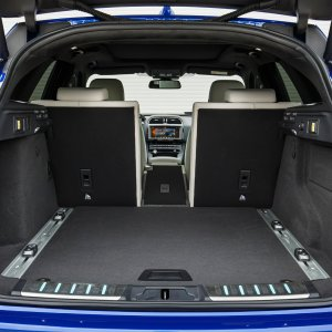 2017-Jaguar-F-Pace-First-Edition-interior-cargo-split.jpg