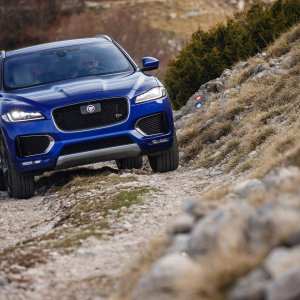 2017-Jaguar-F-Pace-First-Edition-on-trail.jpg