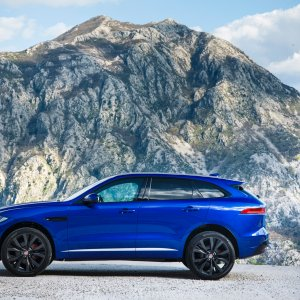 2017-Jaguar-F-Pace-First-Edition-side-view.jpg