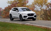 2017-Jaguar-F-Pace-drifting-in-dirt.jpg